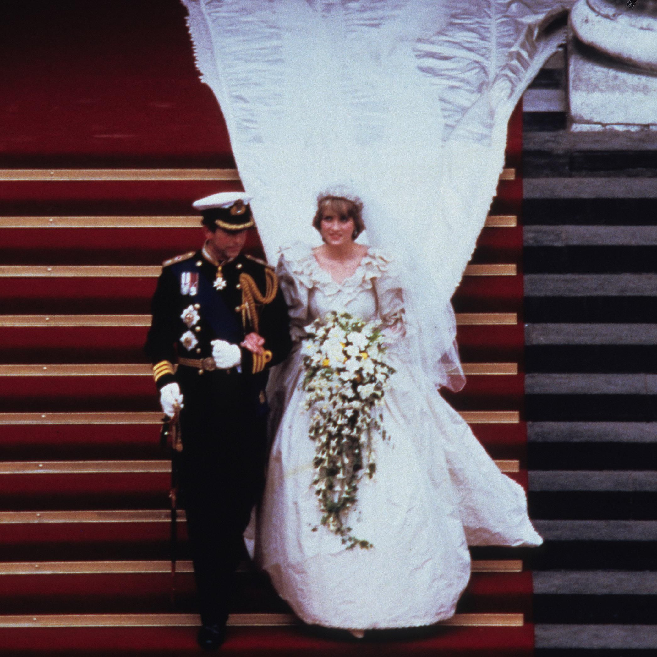 Princess Diana S Wedding Dress Designer Created A Secret Second Gown