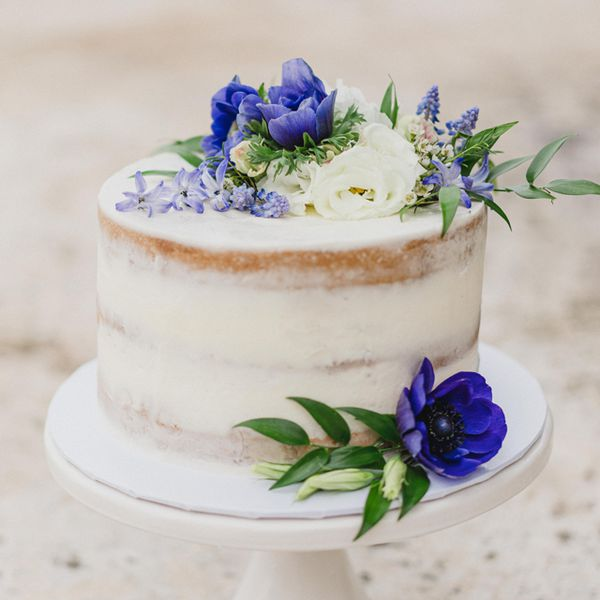 Single-tier cake with blue flowers
