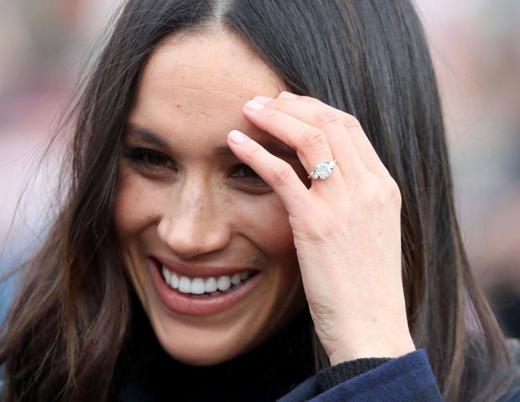 Meghan Markle showing of engagement ring
