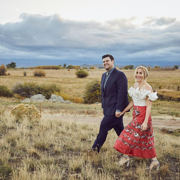 <p>Bride and groom in countryside</p>