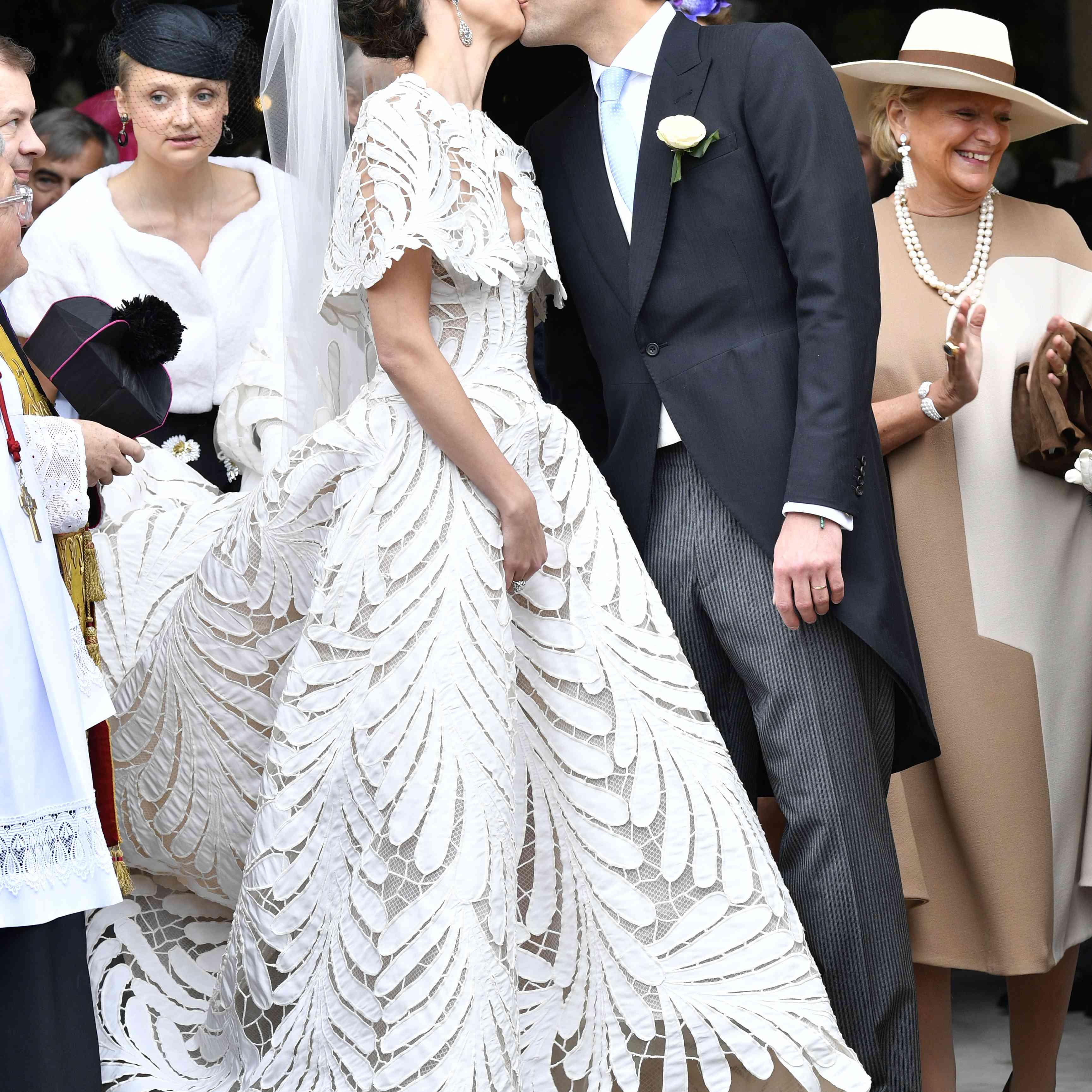 This Bride Wore The Prettiest Oscar De La Renta Dress At Her