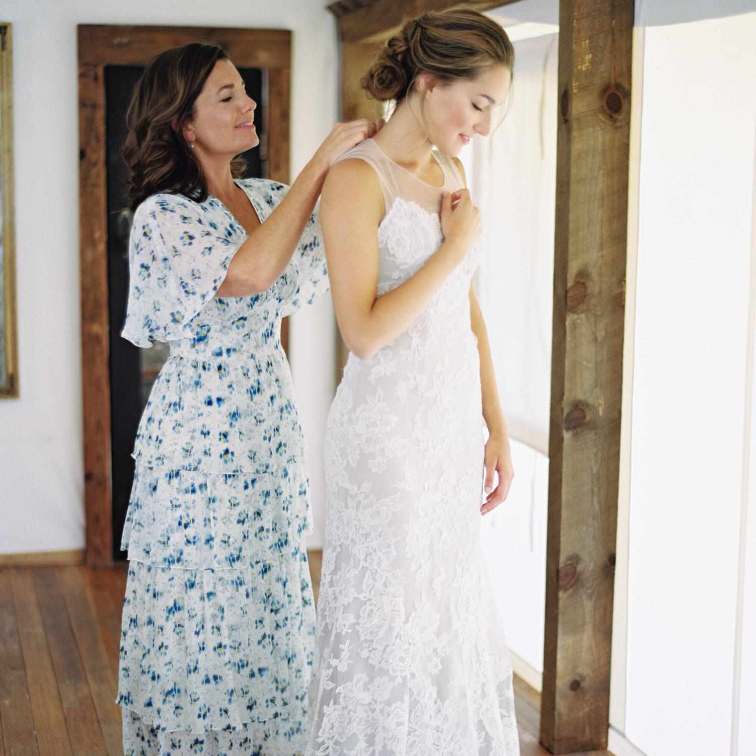 can my mother wear a long dress to my wedding?