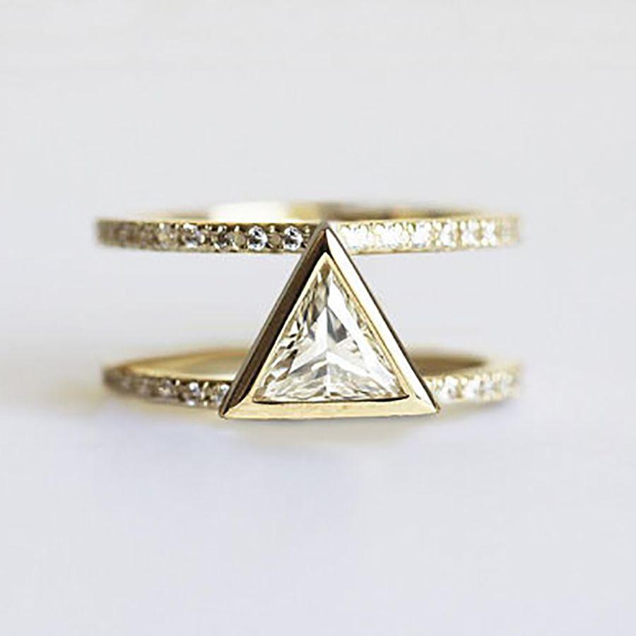Capucinne Trillion Ring