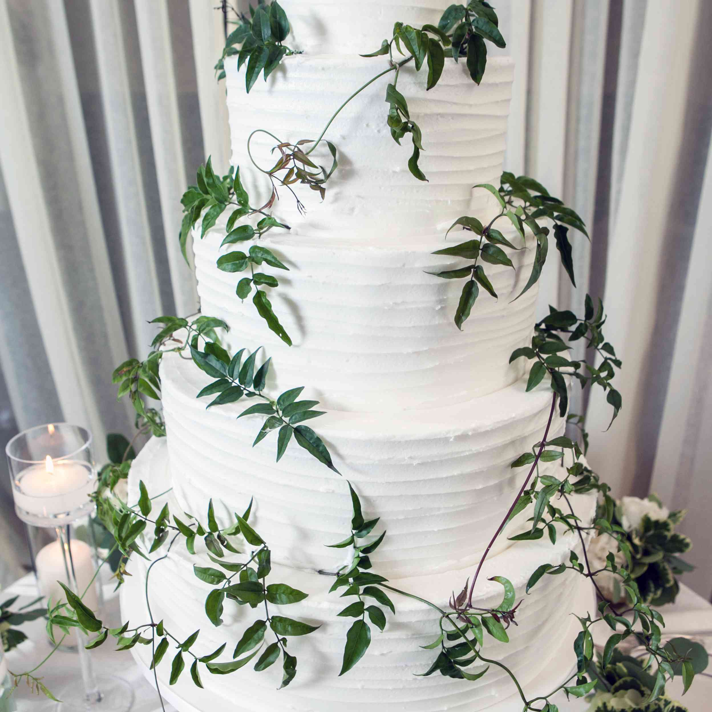 <p>White Buttercream Cake With Greenery</p><br><br>
