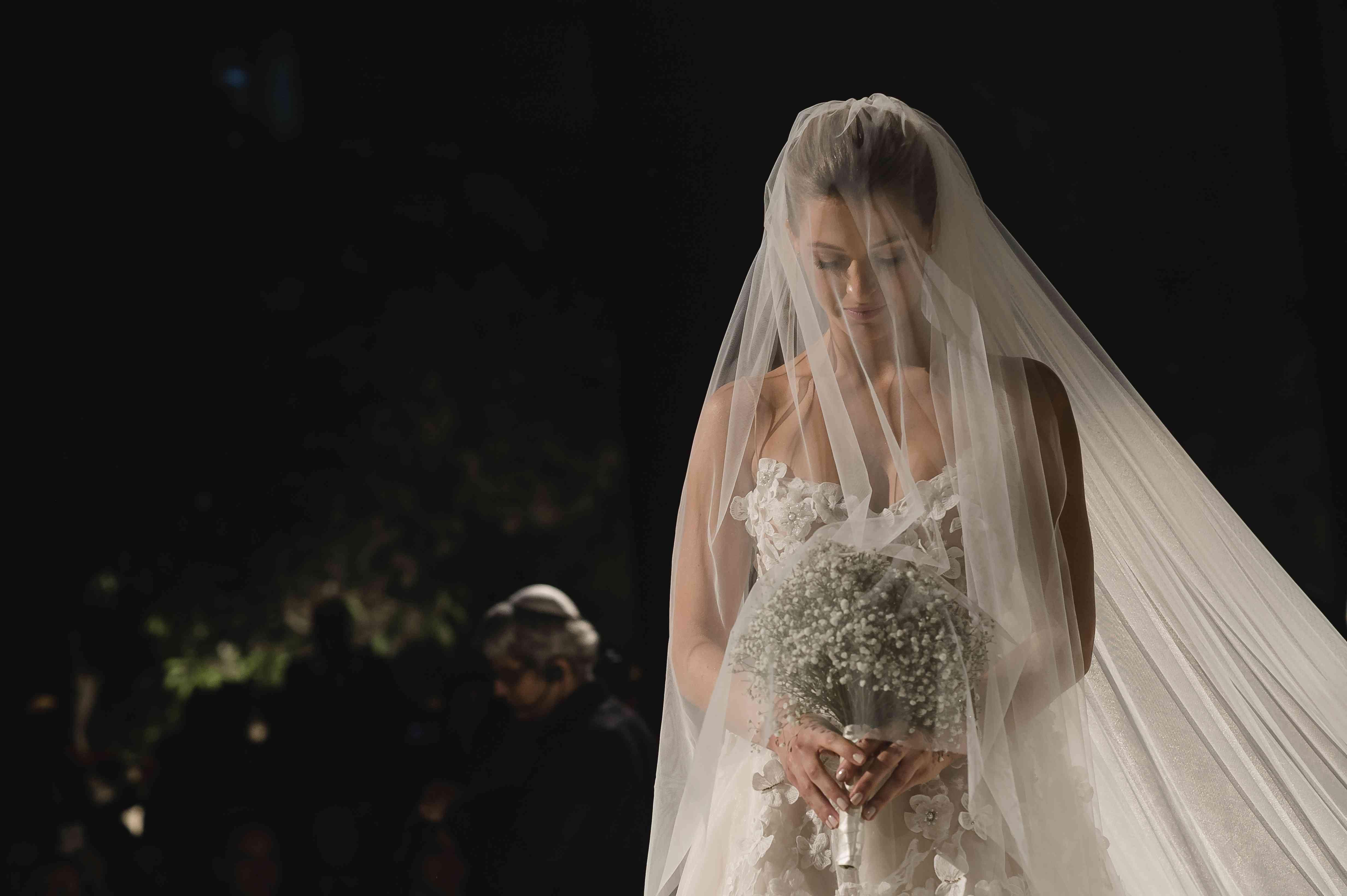 <p>Bride under veil with bouquet</p><br><br>
