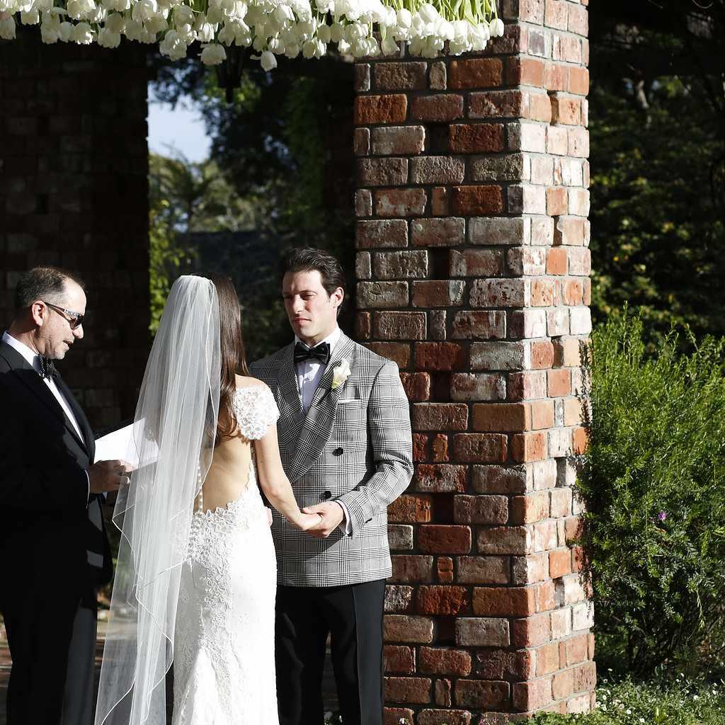 minimalist california wedding, bride and groom ceremony tulip chuppah