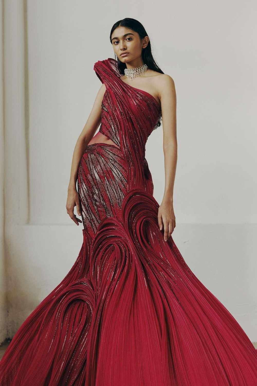red lehenga
