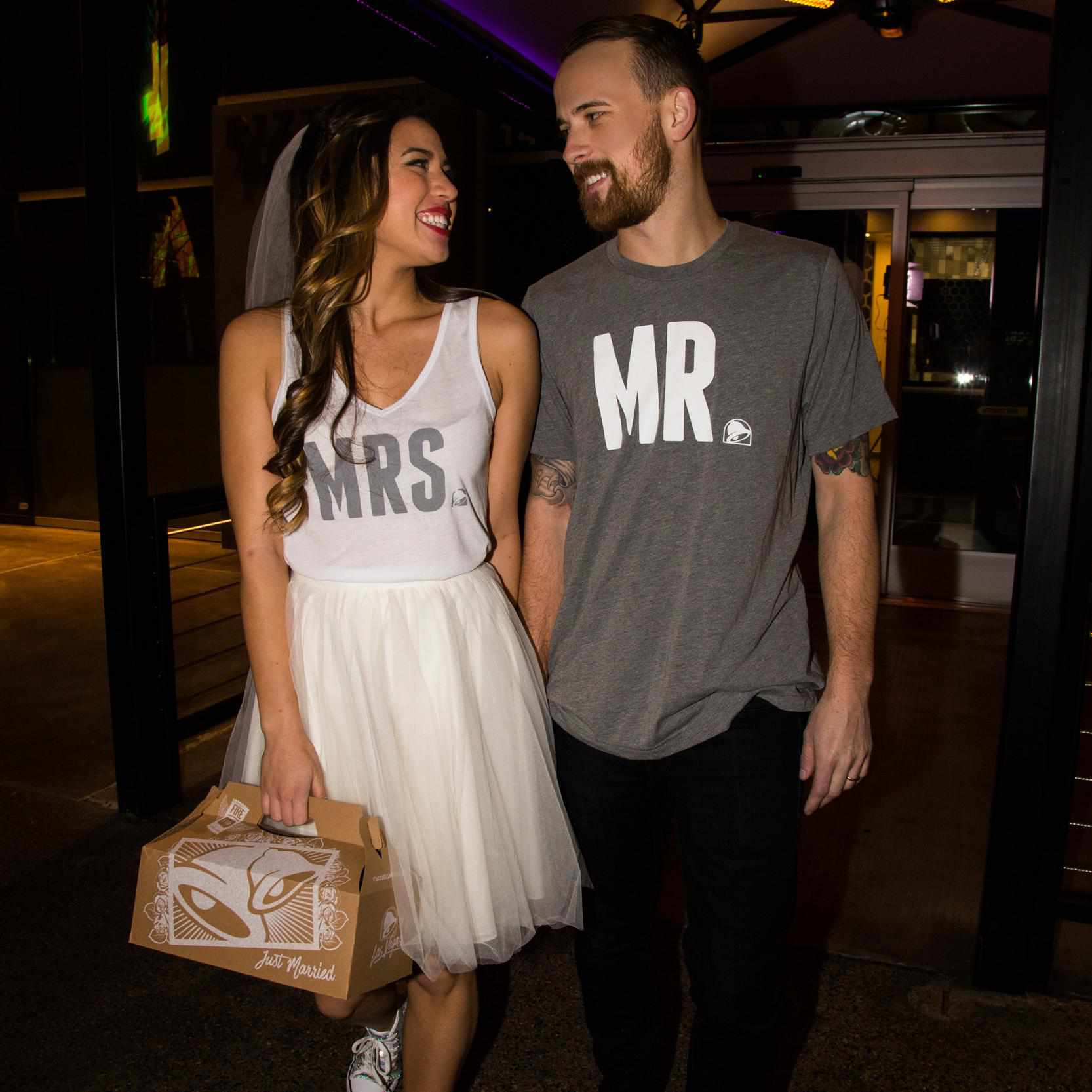 Taco Bell Wedding.Taco Bell S New Wedding Merchandise Is What Your Big Day Is Missing