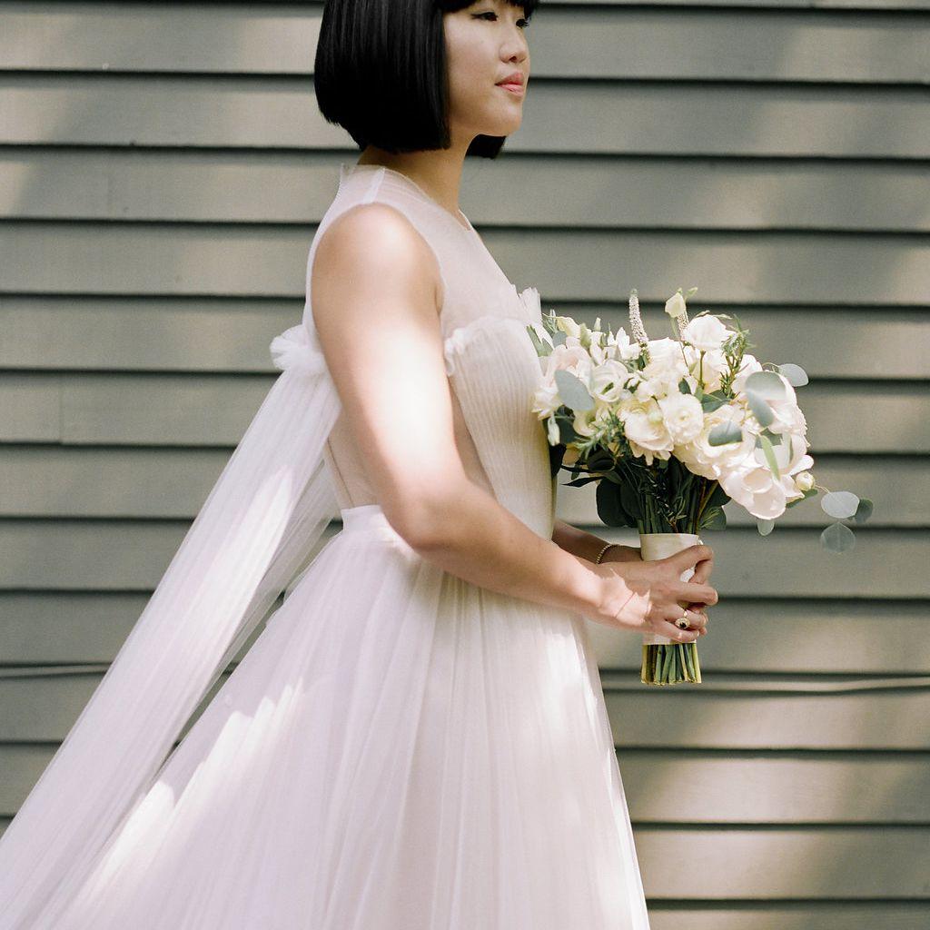 Bride with blunt bob