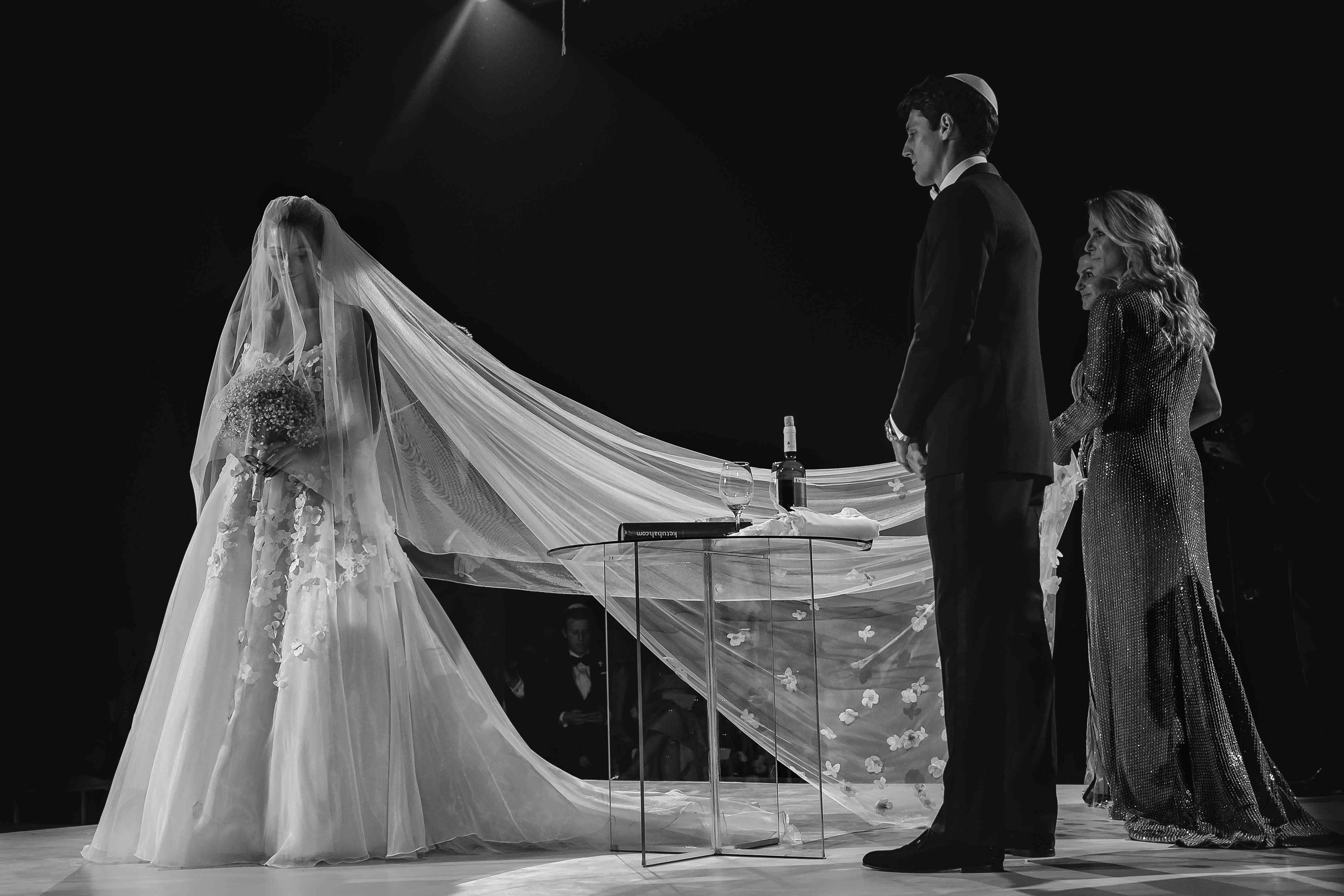 <p>Bride during ceremony with veil</p><br><br>
