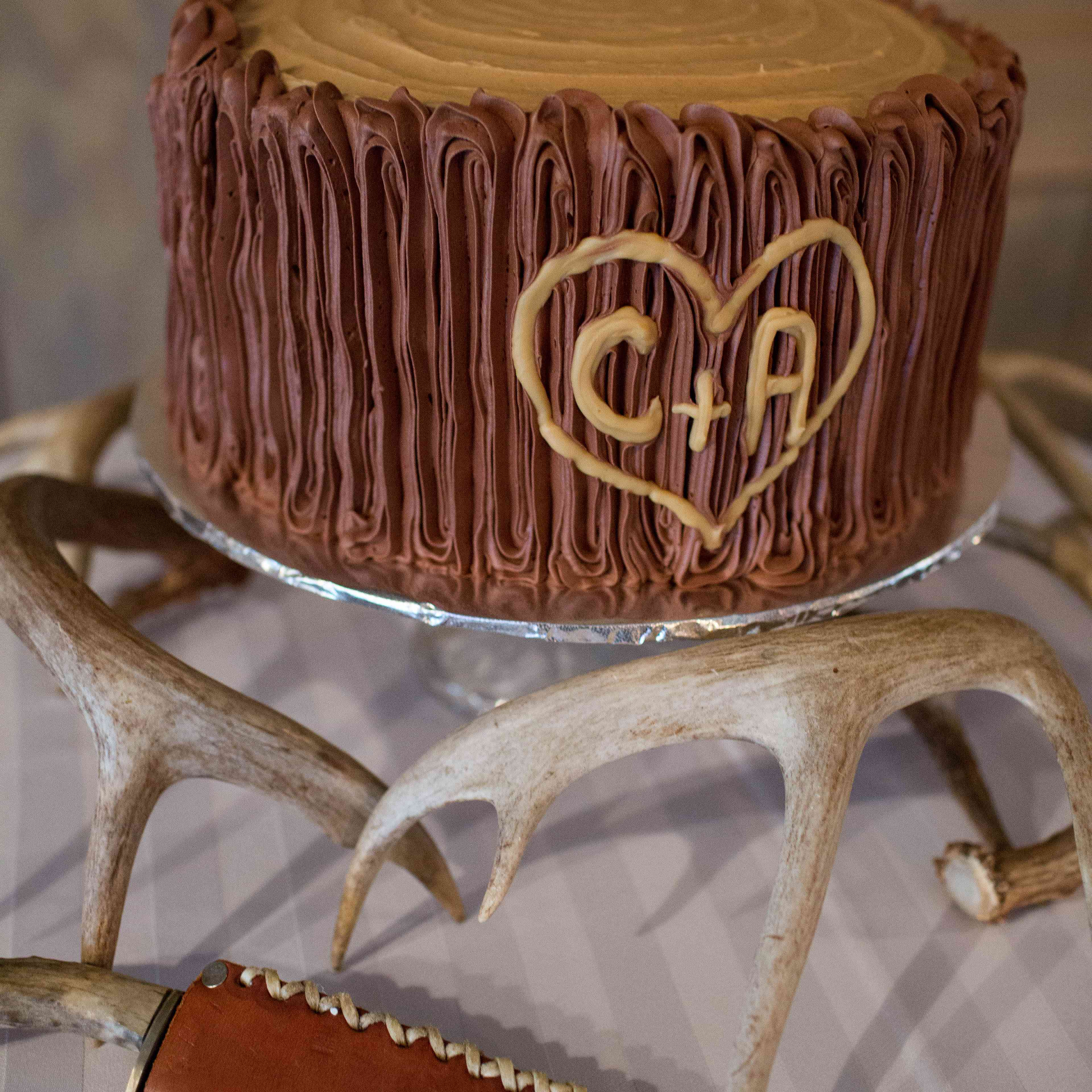 What Is A Groom S Cake 8 Theme Ideas For Your Wedding