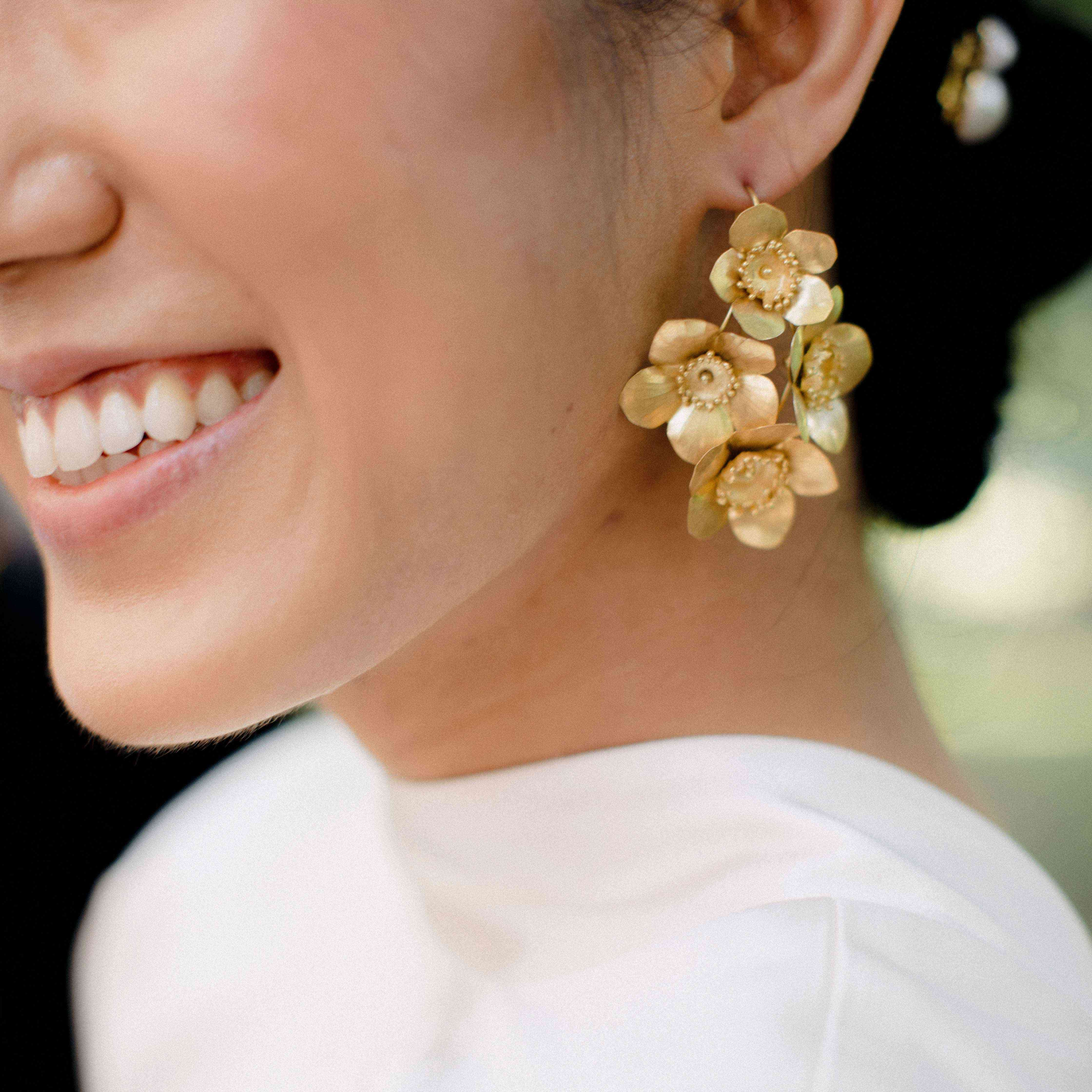 bride with statement earringss