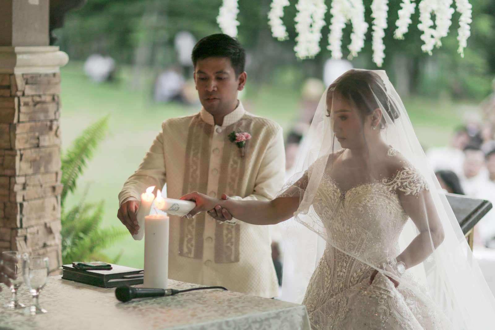 couple lighting unity candle