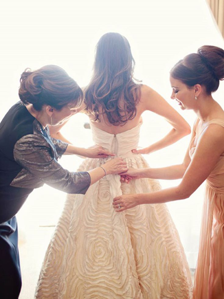 How To Fix Your Dress If It Doesn T Fit On The Day Of The Wedding
