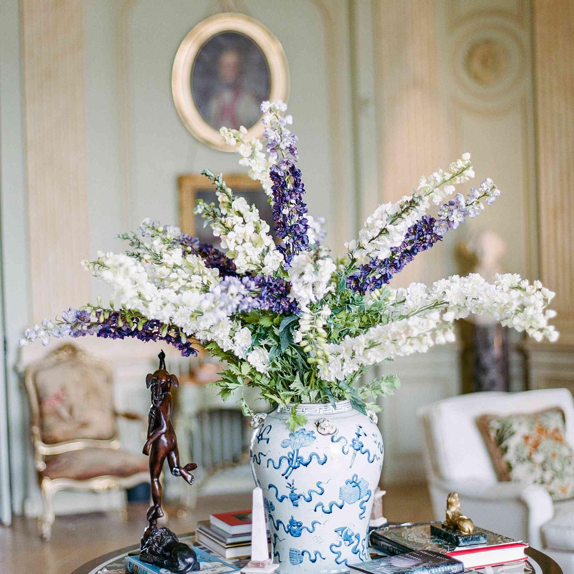 <p>Floral arrangements lilac</p><br><br>