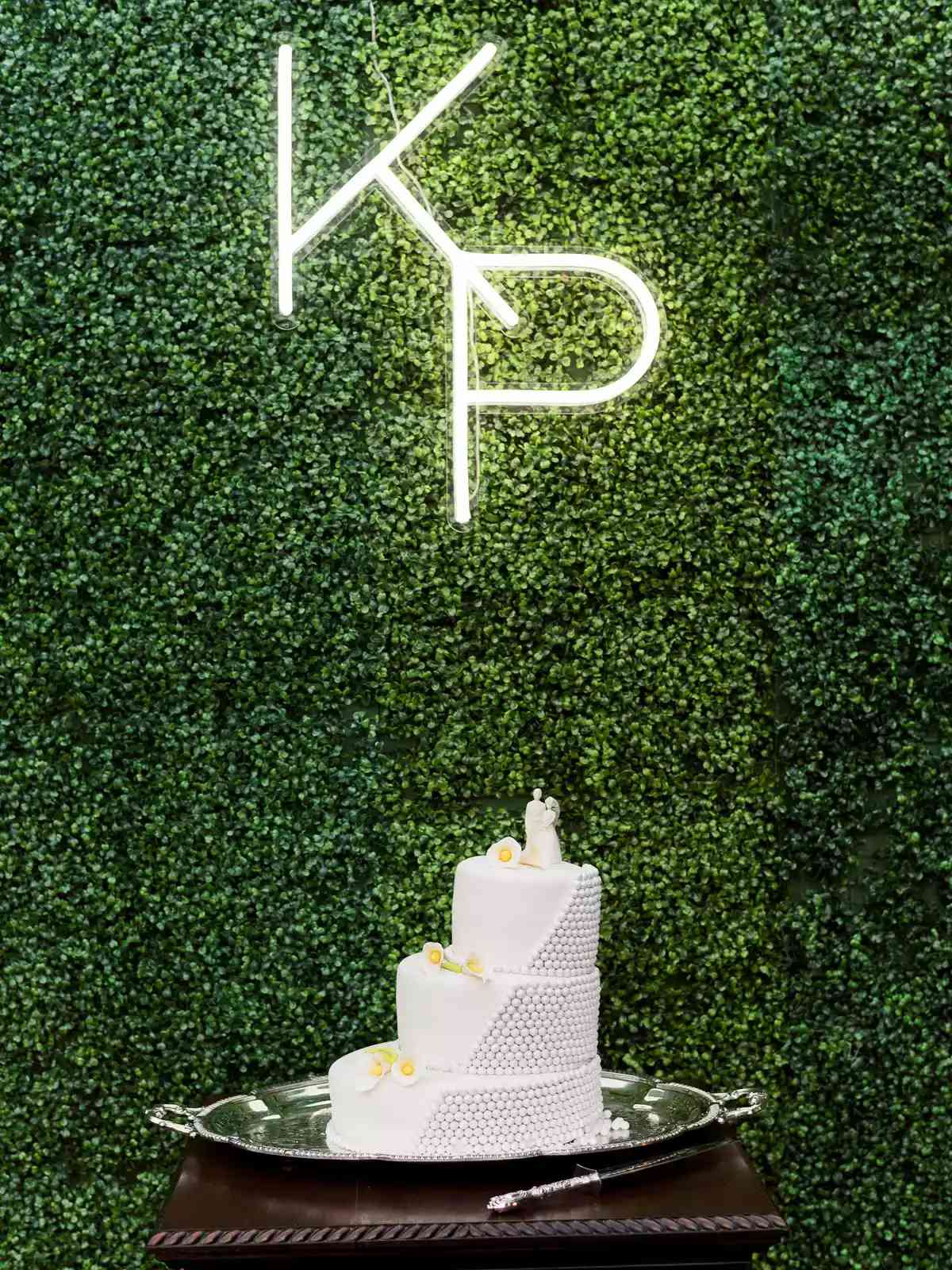 Neon sign as background of wedding cake