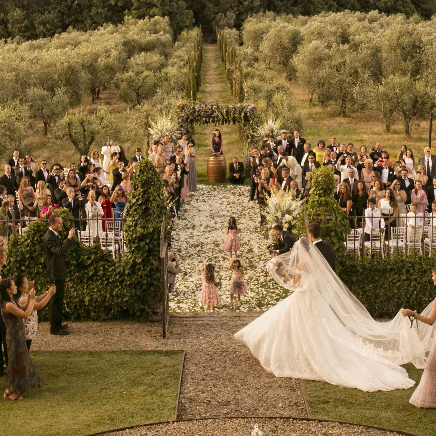 Wedding Honeymoon Ideas: How To Host A Destination Wedding In Tuscany's Small Towns