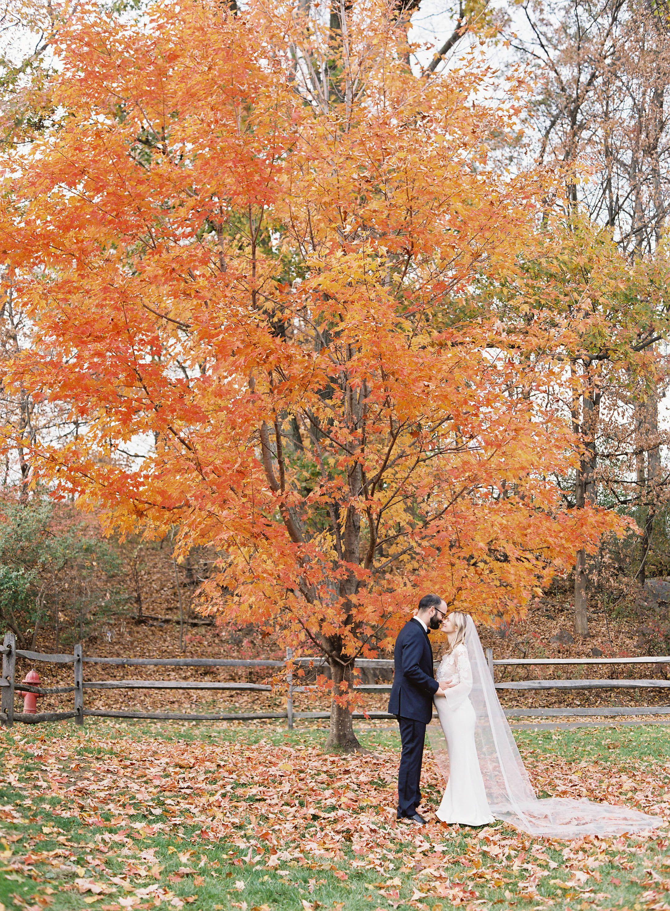 Astounding 39 Fall Wedding Decor Ideas For The Ultimate Seasonal Bralicious Painted Fabric Chair Ideas Braliciousco