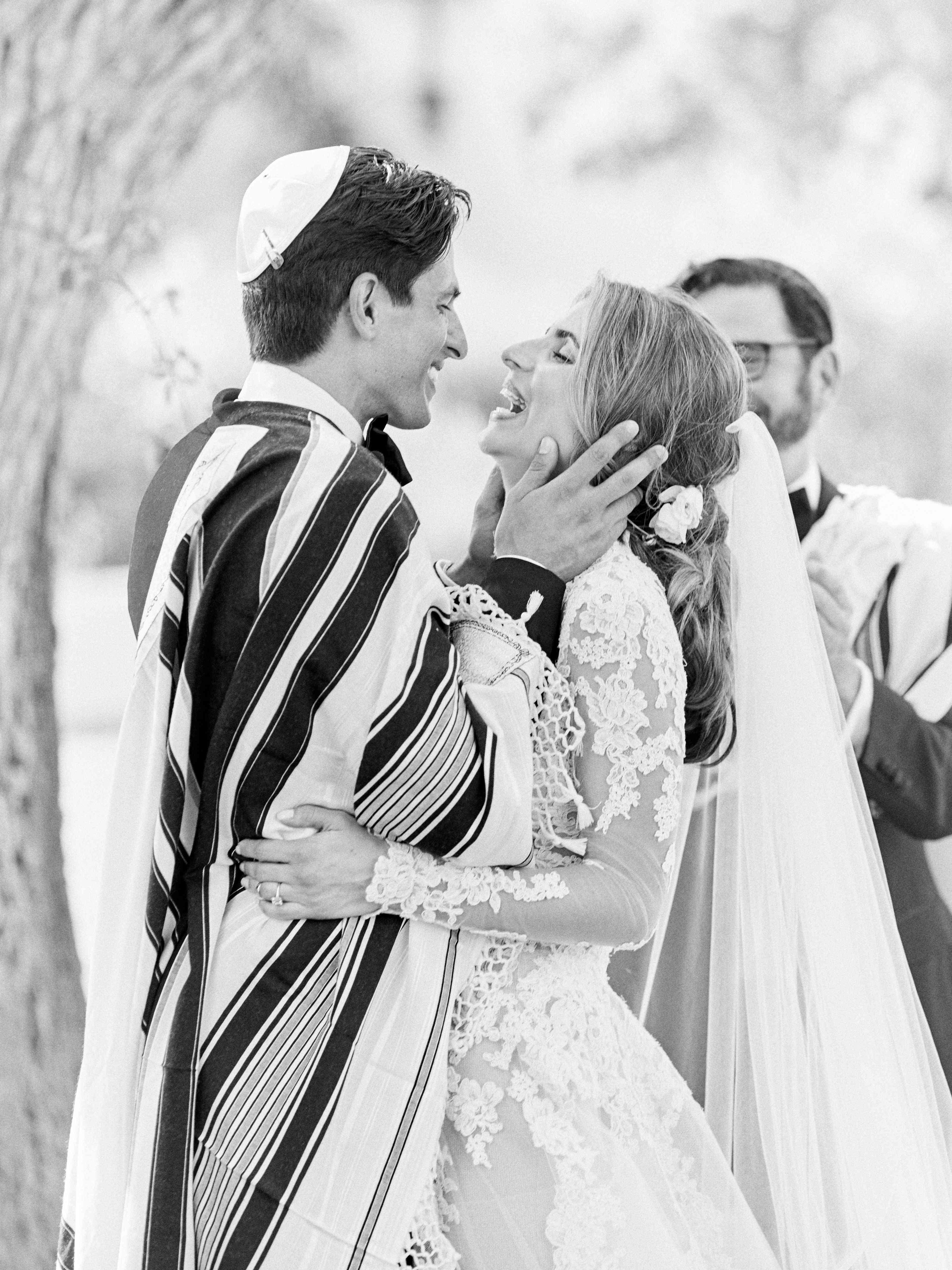 first kiss at altar