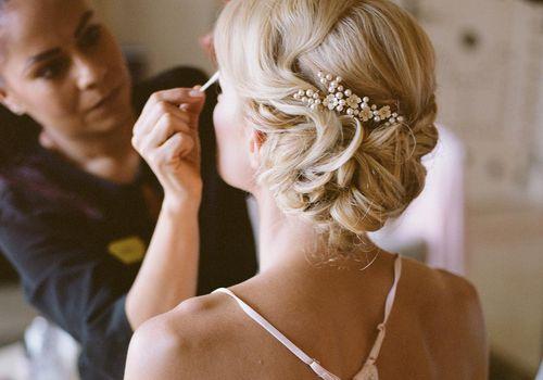 <p><p>bride getting ready</p></p>