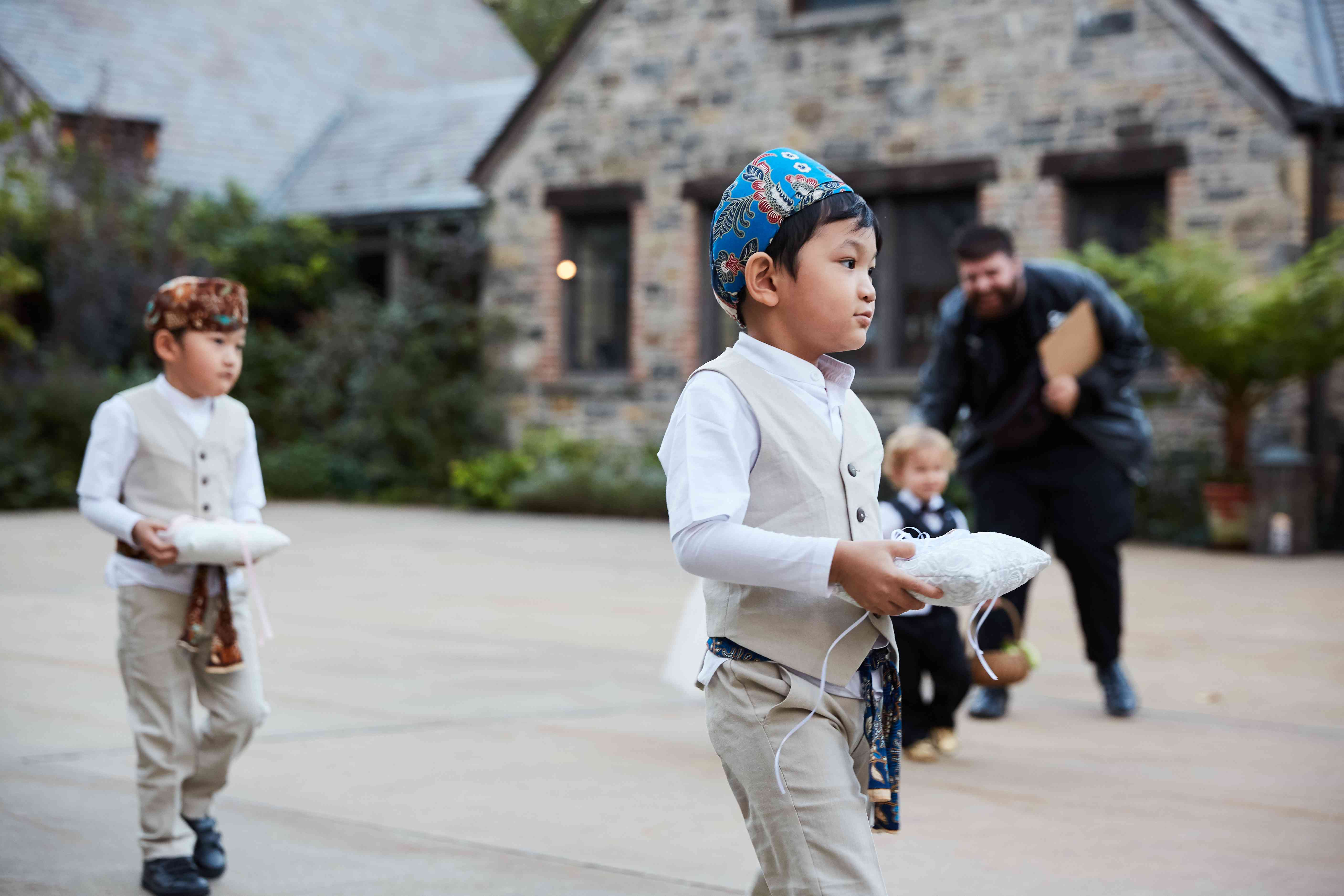 <p>ring bearers</p><br><br>
