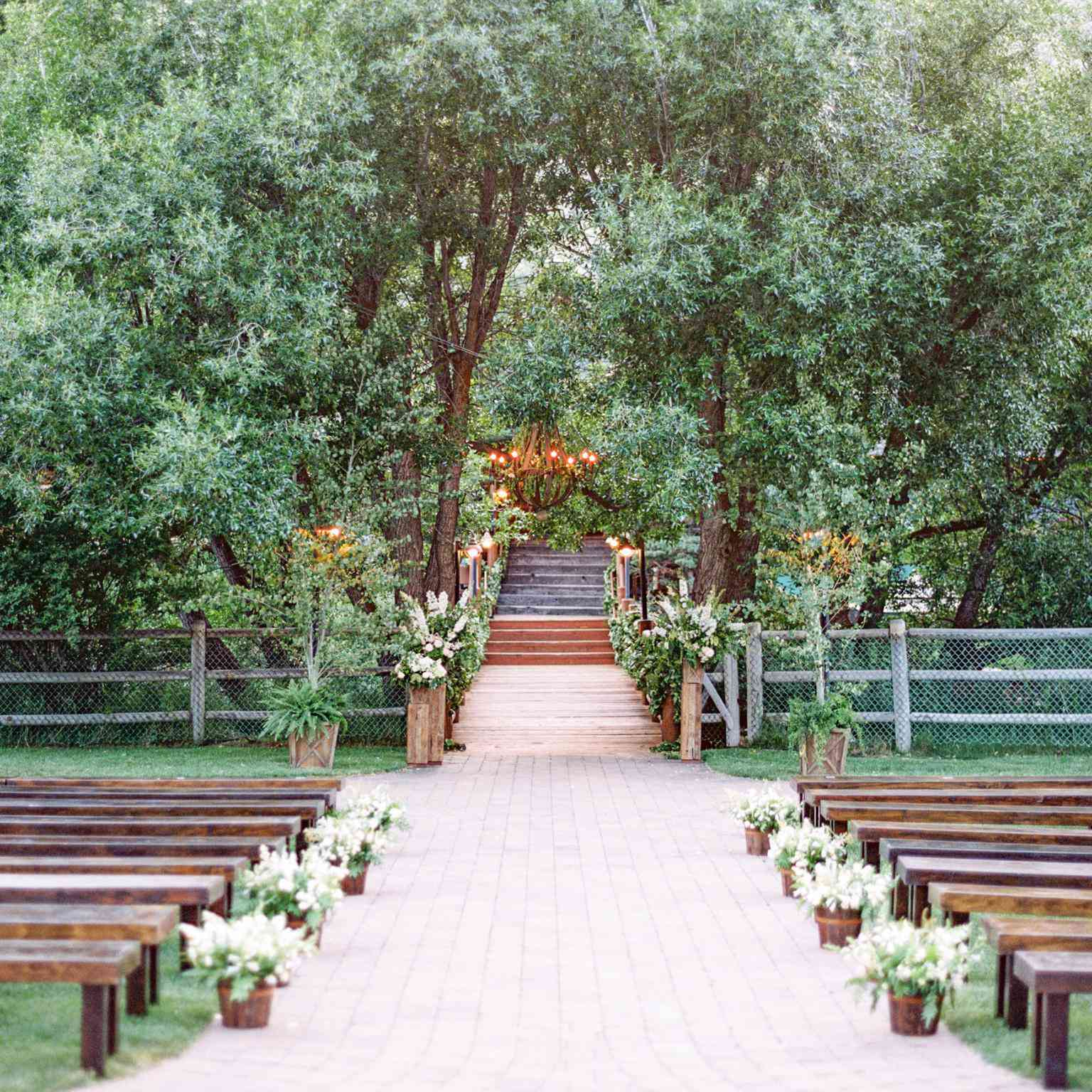 10 Casual Wedding Ideas For A Laid Back Affair