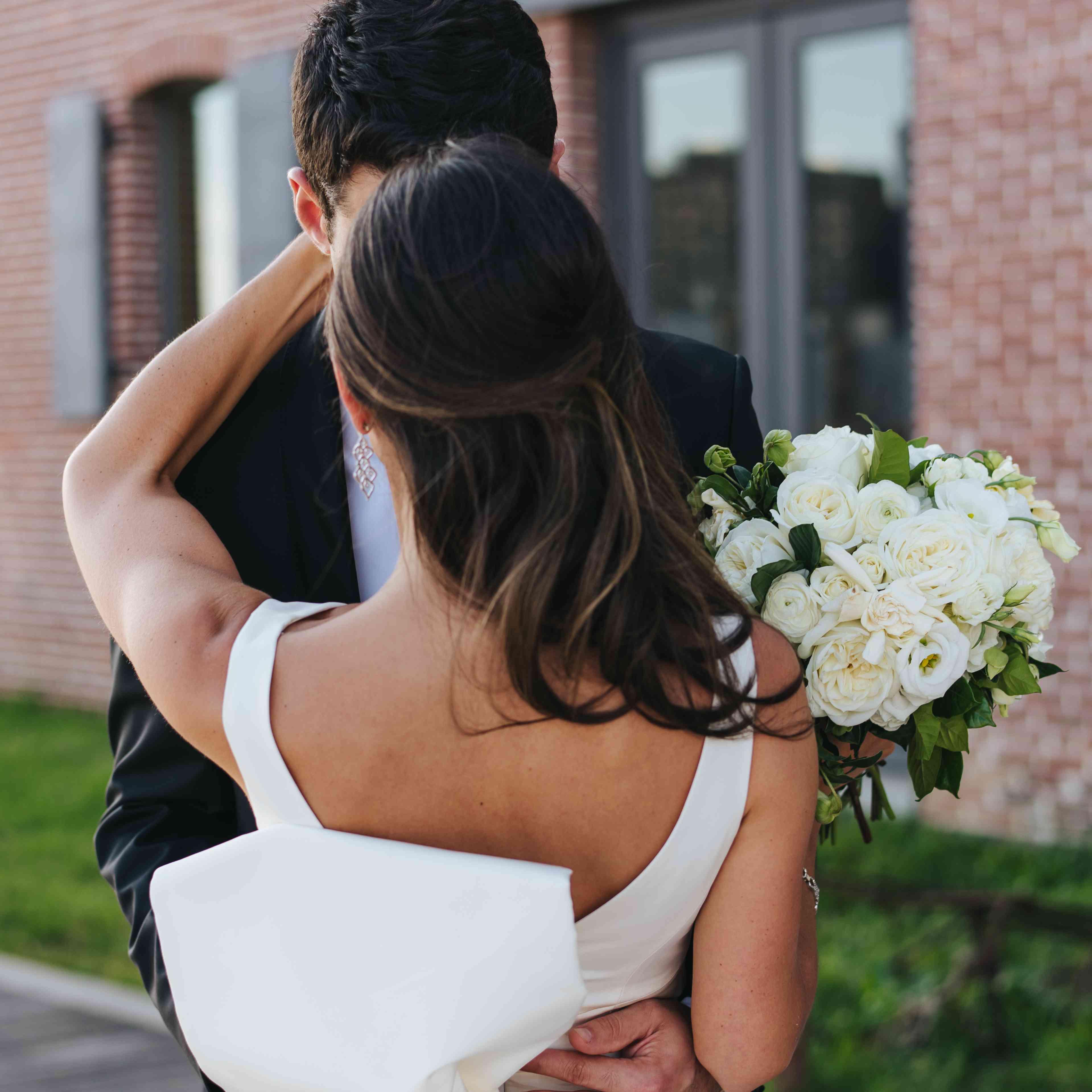 bride ad groom kissing