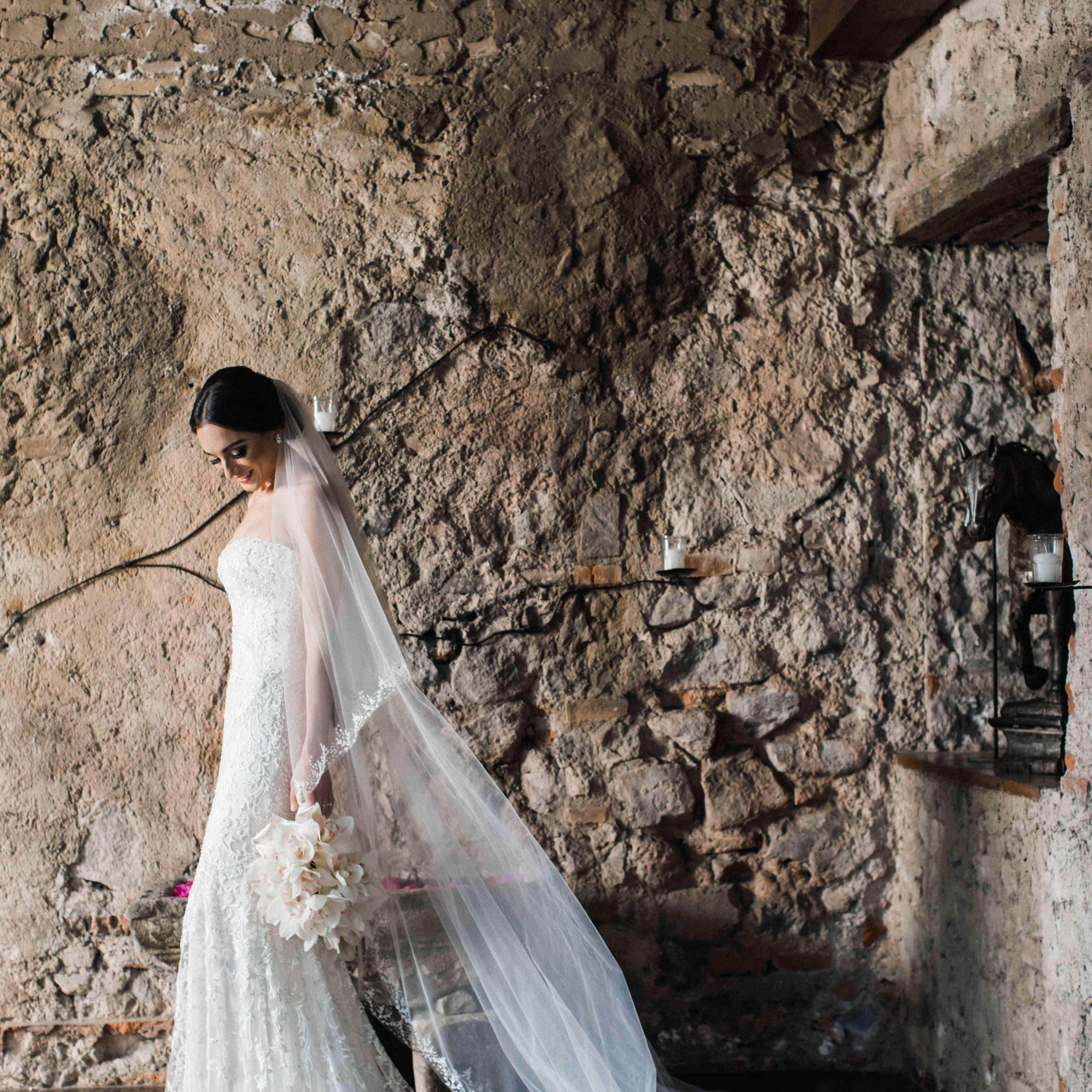 <p>bride lace dress long veil white bouquet</p><br><br>