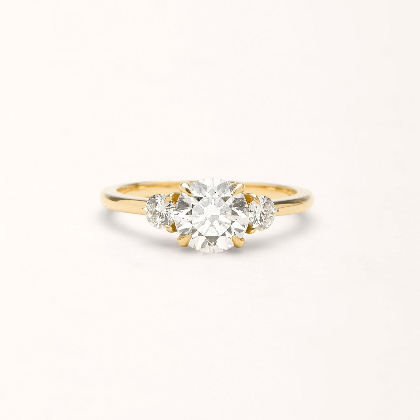 Vrai & Oro The Three Stone Ring