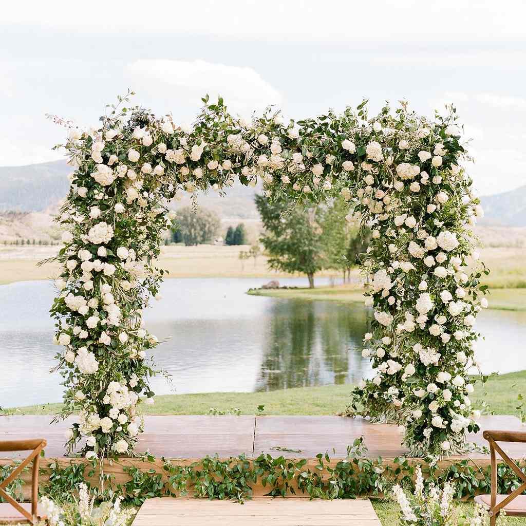 8 Stunning Wedding Arch and Arbor Ideas