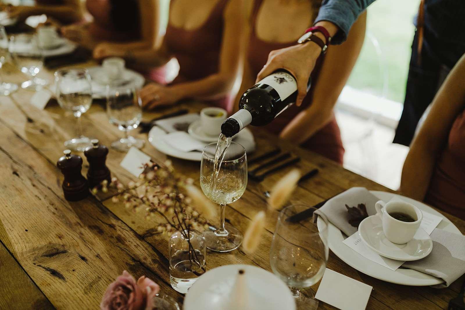 <p>wine service</p><br><br>