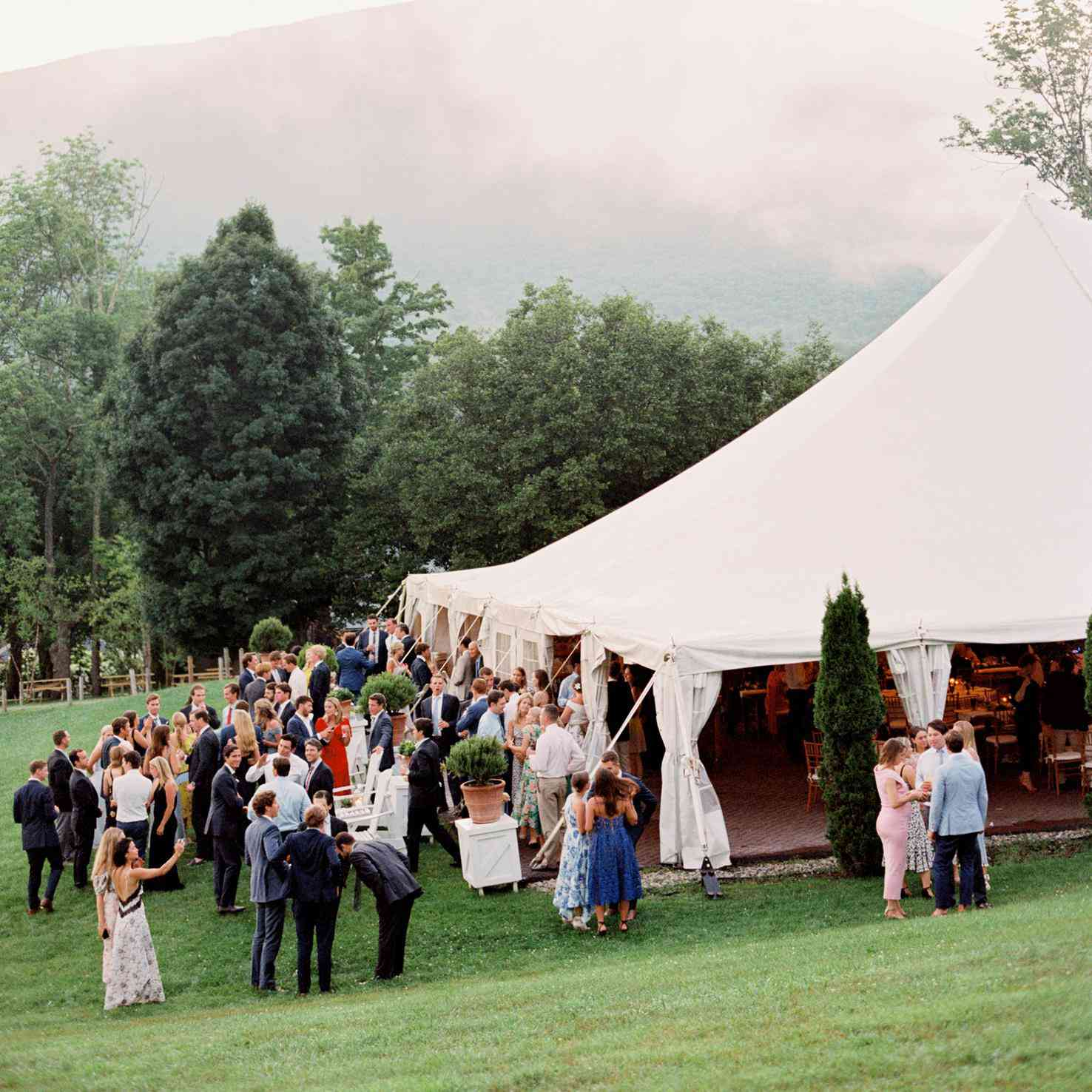 Outdoor Wedding Ceremony No Music: 7 Dos And Don'ts Of Outdoor Wedding Cocktail Hours
