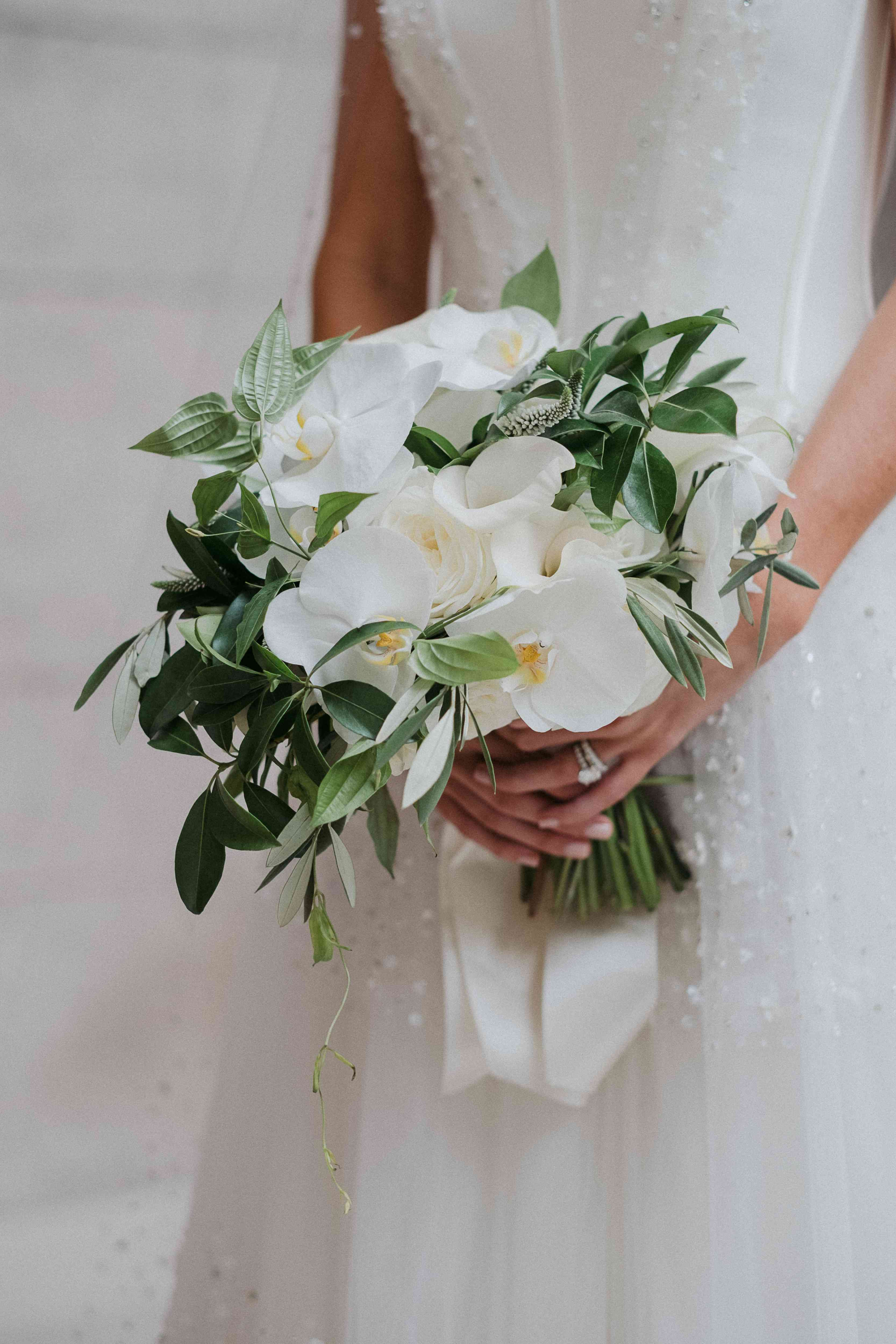 <p>White bouquet</p><br><br>