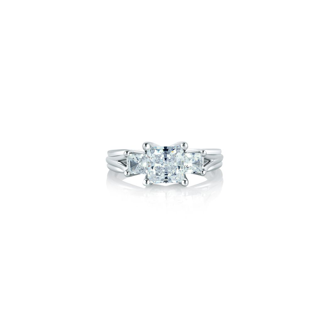 A.Jaffe Classic Three Stone Princess Ring in 18 Karat Gold