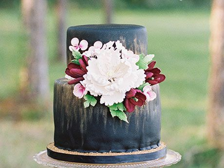 22 Dark Wedding Cakes