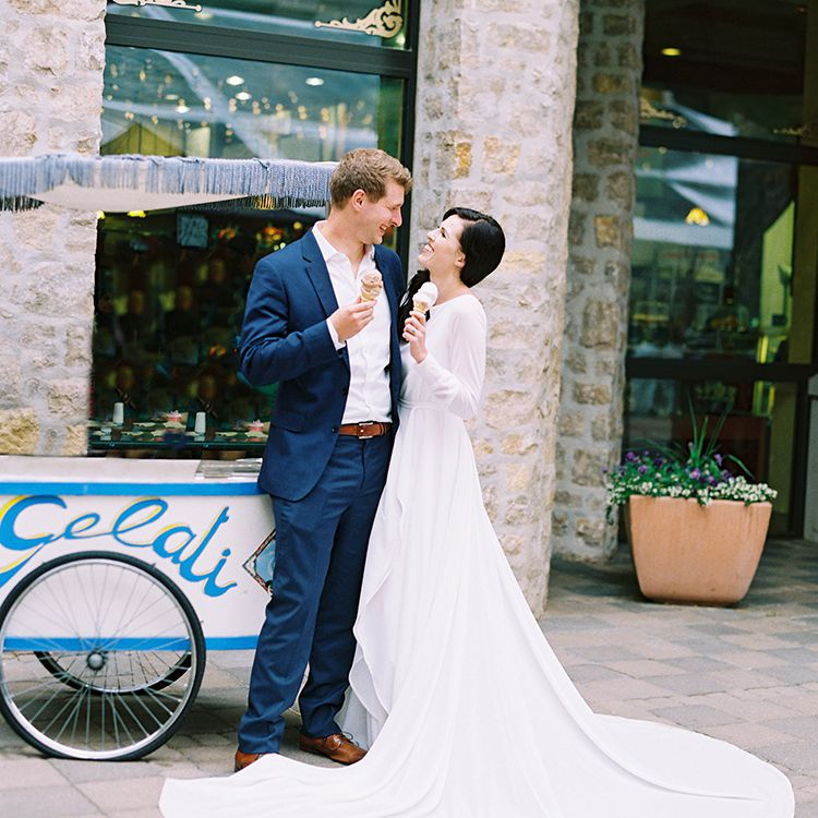 <p>bride and groom eating gelato</p><br><br>