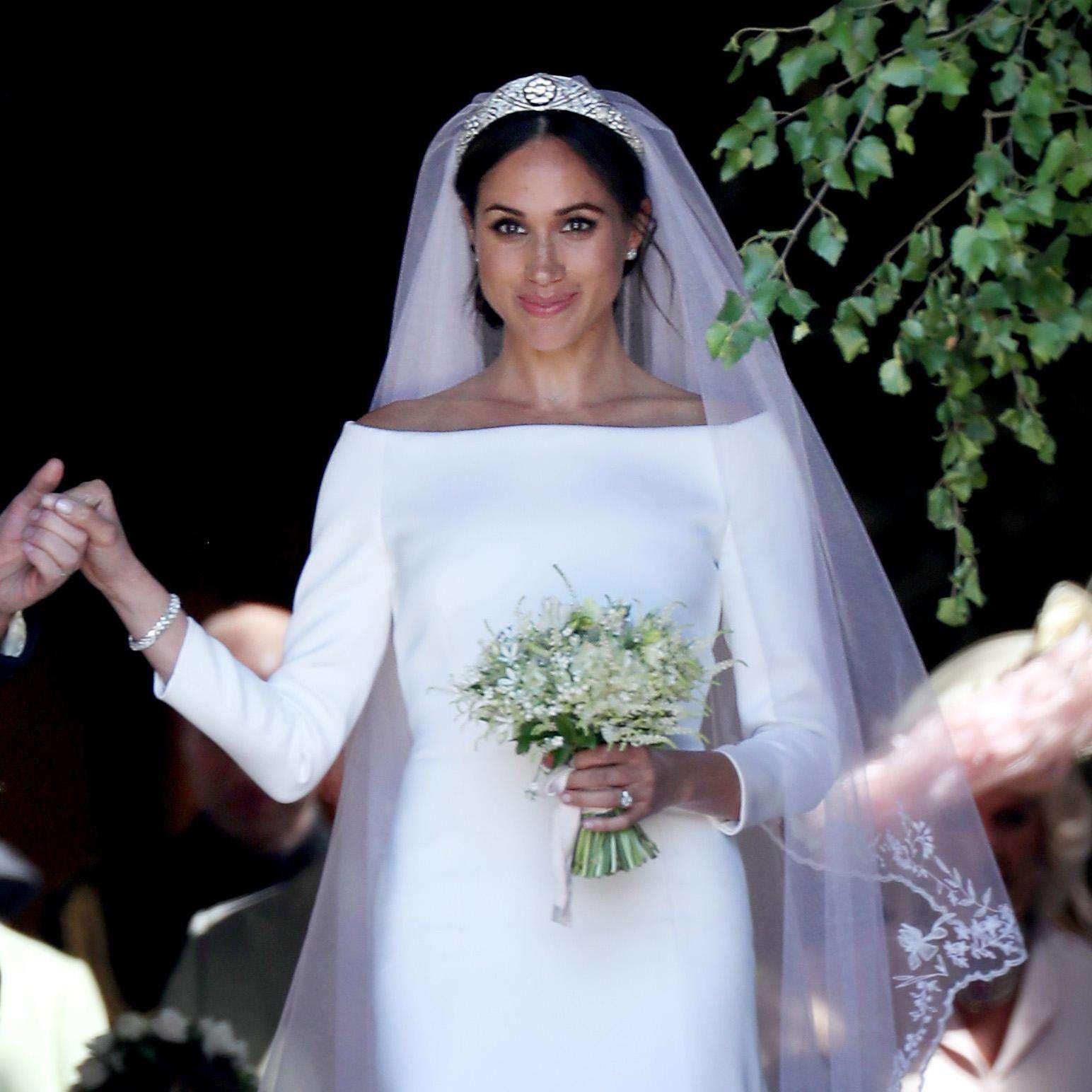 Royal Wedding Dress Meghan Markle.Watch Meghan Markle See Her Givenchy Wedding Dress The Day Before