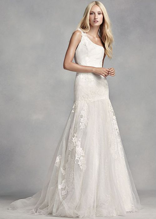 7 One-Shoulder Wedding Dresses Modern Brides-to-be Have to See