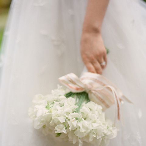 white sweet peas bridal bouquet