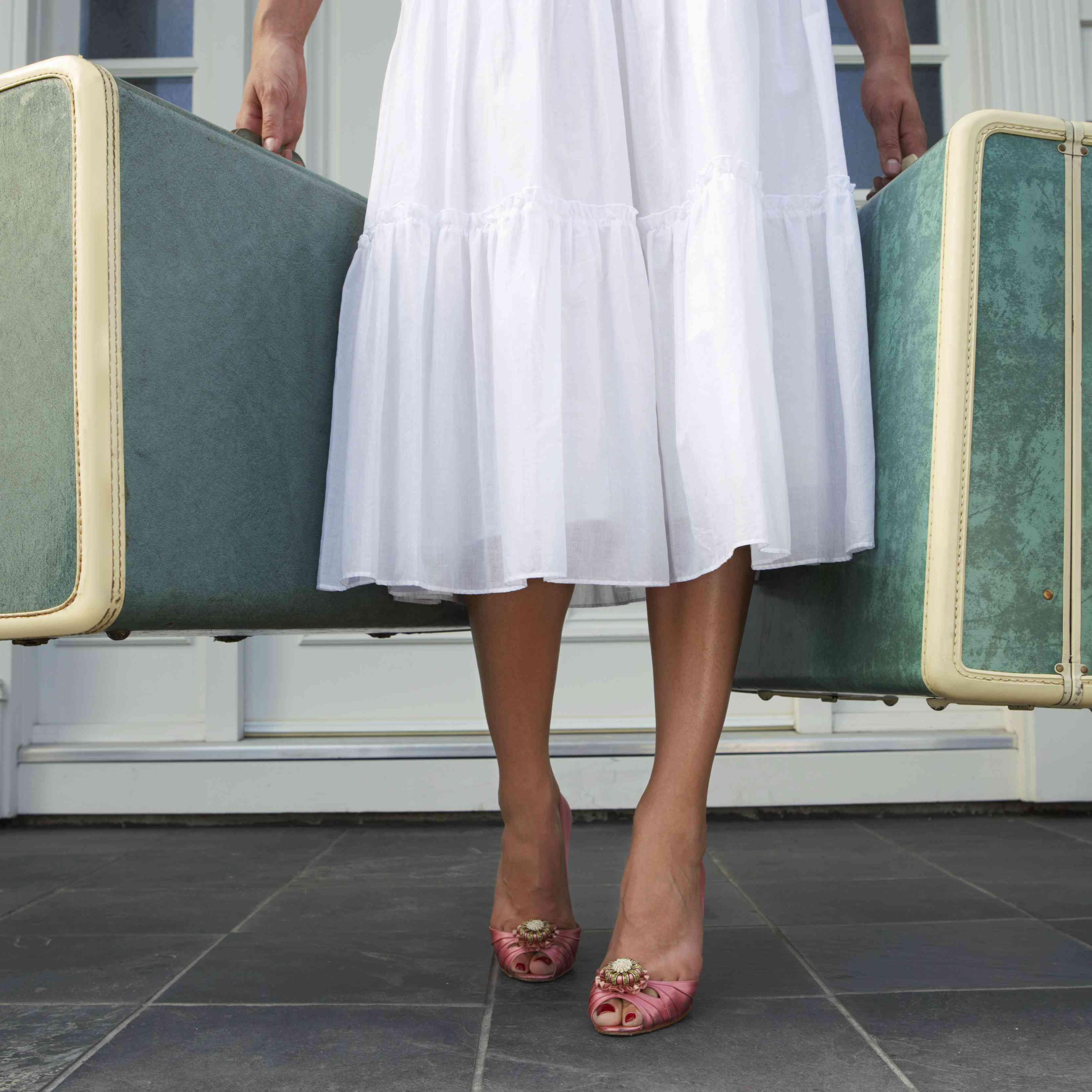 10 Things to Put on Your Honeymoon Packing List