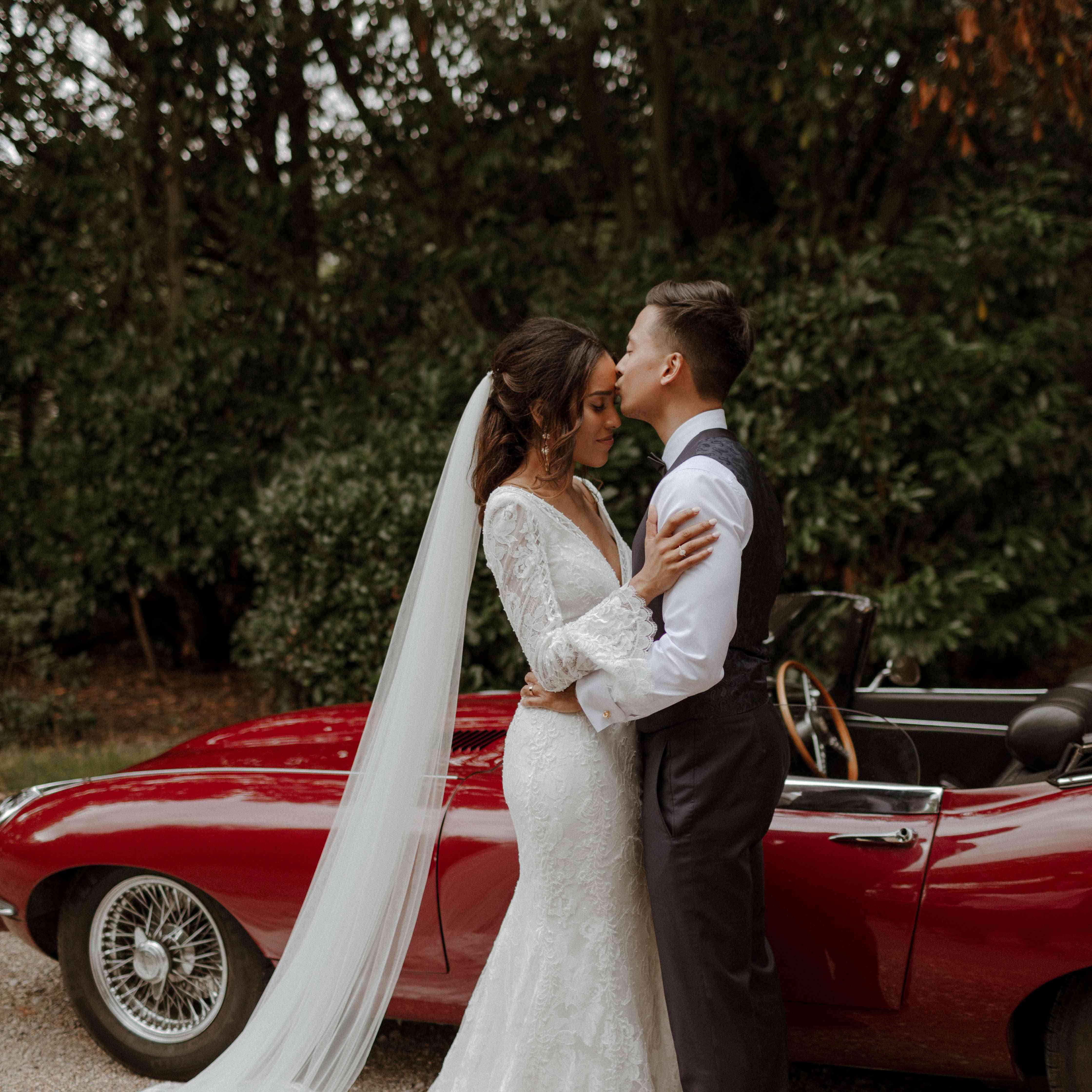 Couple kisses by Jaguar