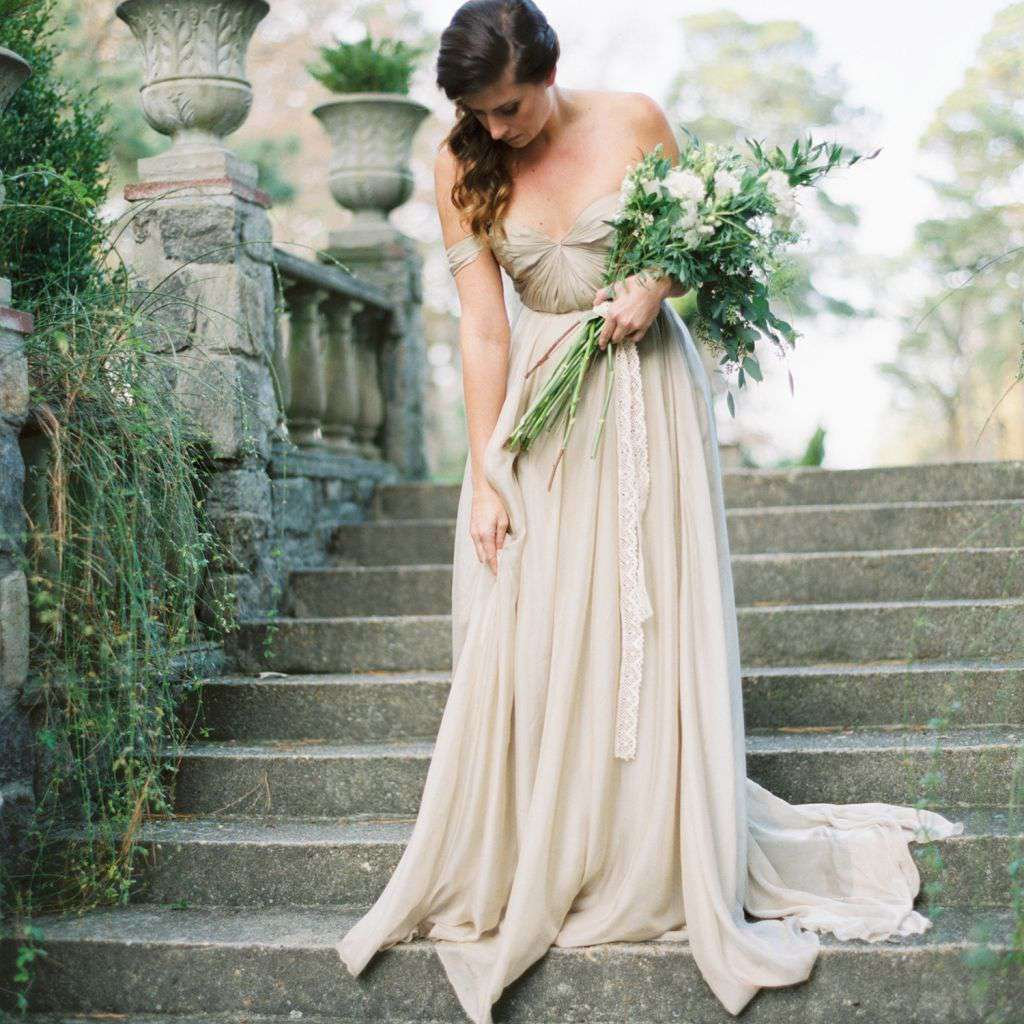 These Long Stemmed Bouquets Give An Effortlessly Romantic Feel