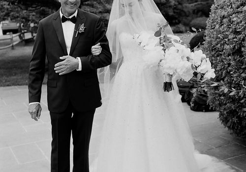 <p>bride and dad</p>
