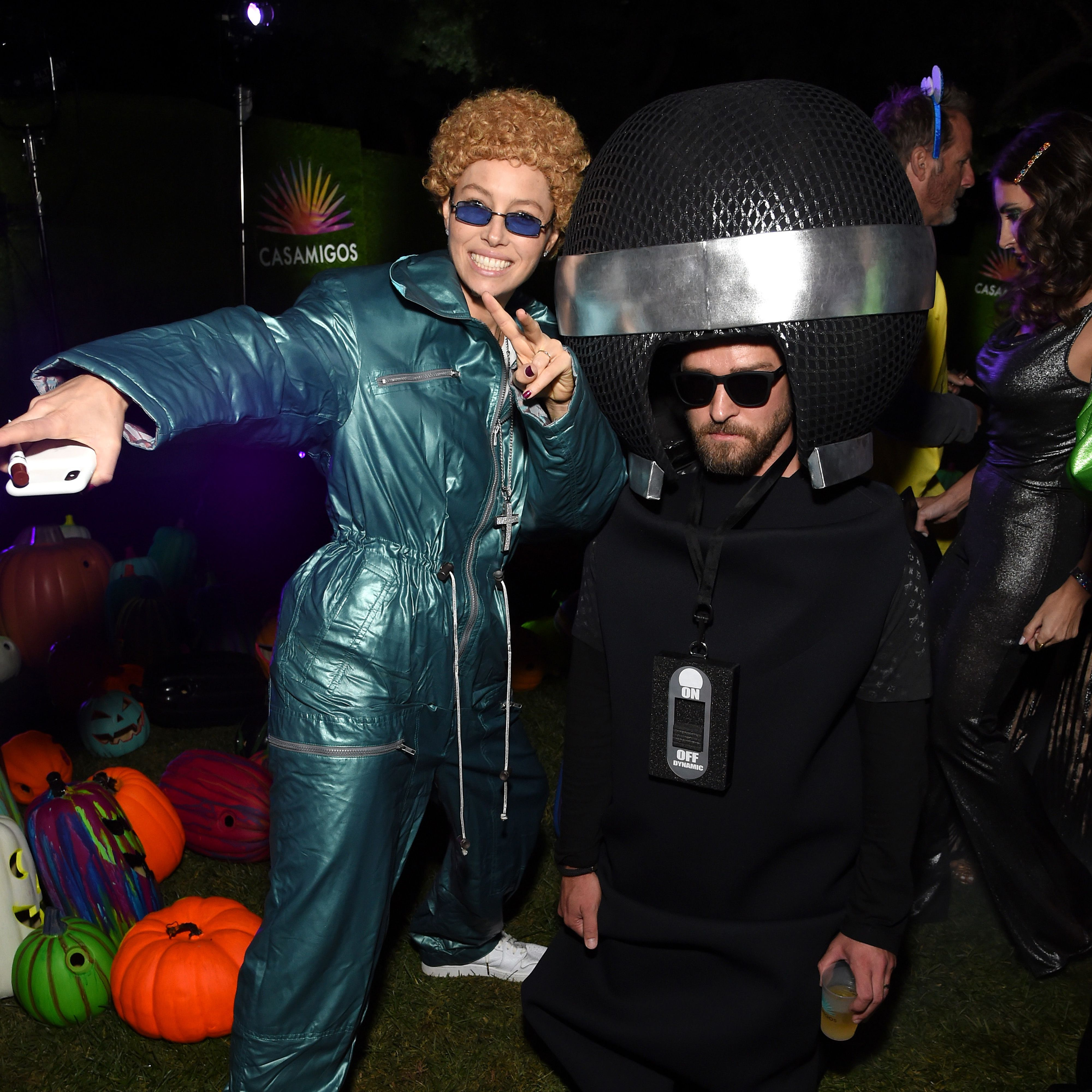 Couple Themed Halloween Costumes.The Best Celebrity Couple Halloween Costumes Of 2019