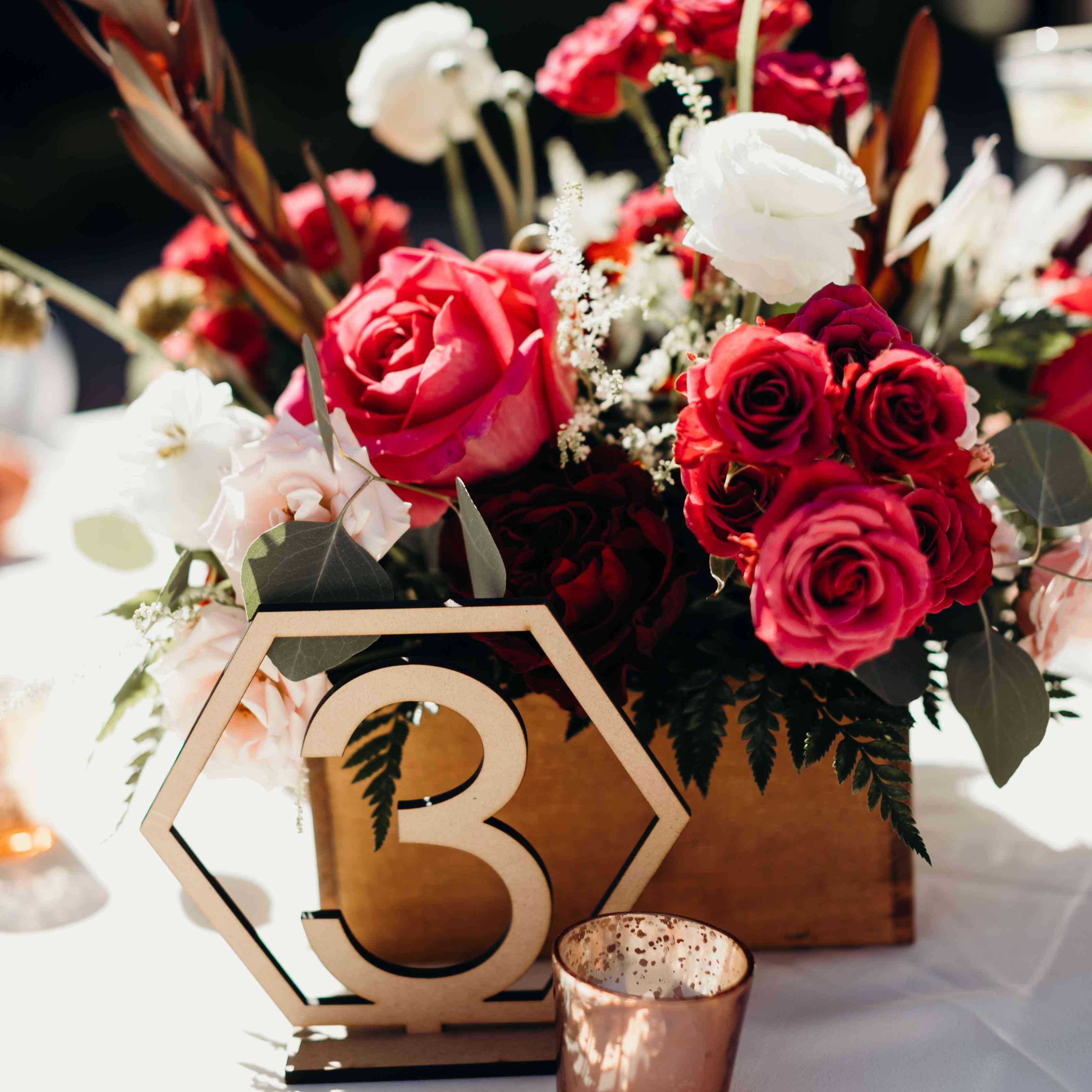 Www Wedding Flowers And Reception Ideas Com: 15 Wedding Table Decorations And Centerpieces To Spruce Up