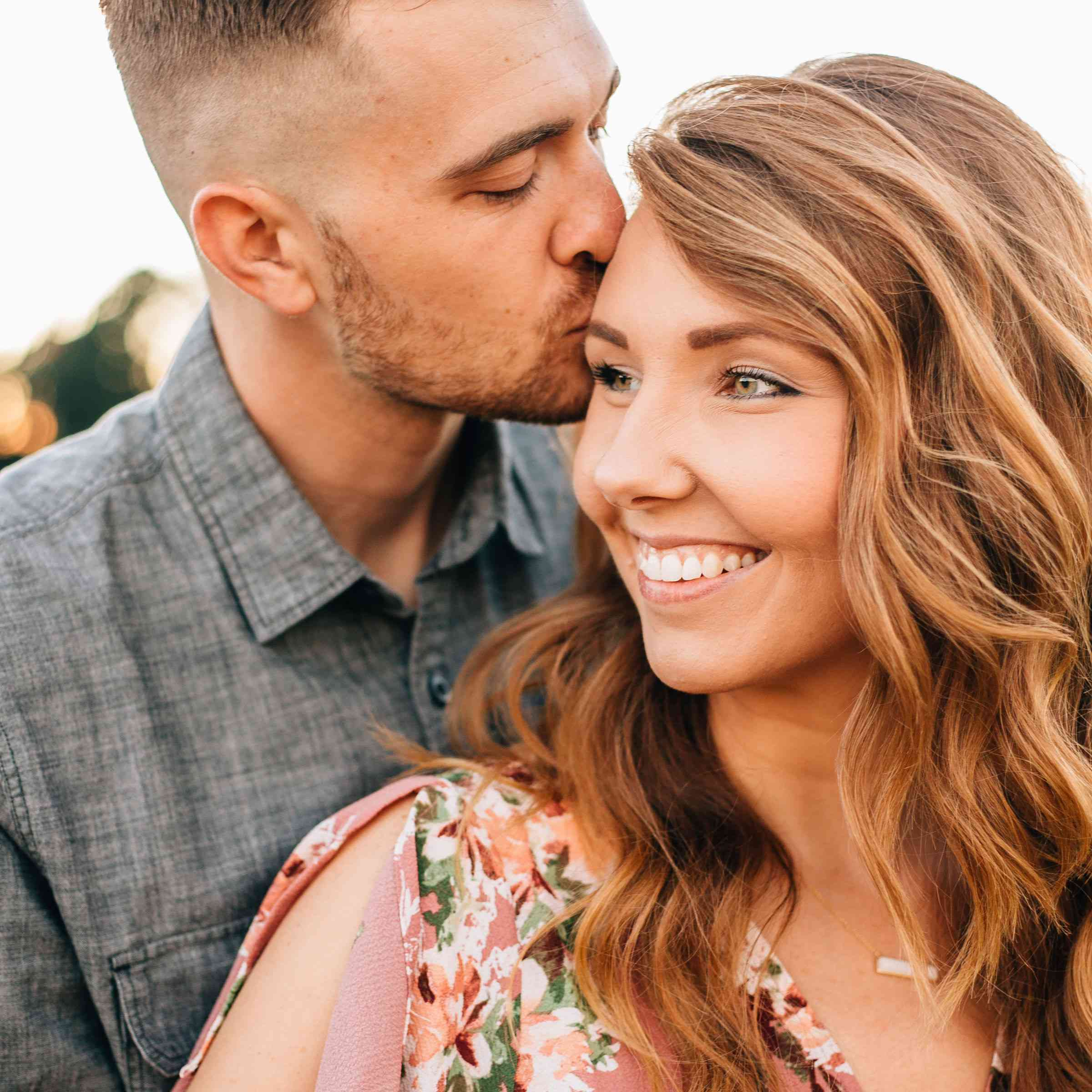 10 Natural Makeup Looks For Your Engagement Photos