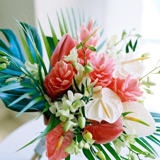 <p>Tropical wedding bouquet</p>