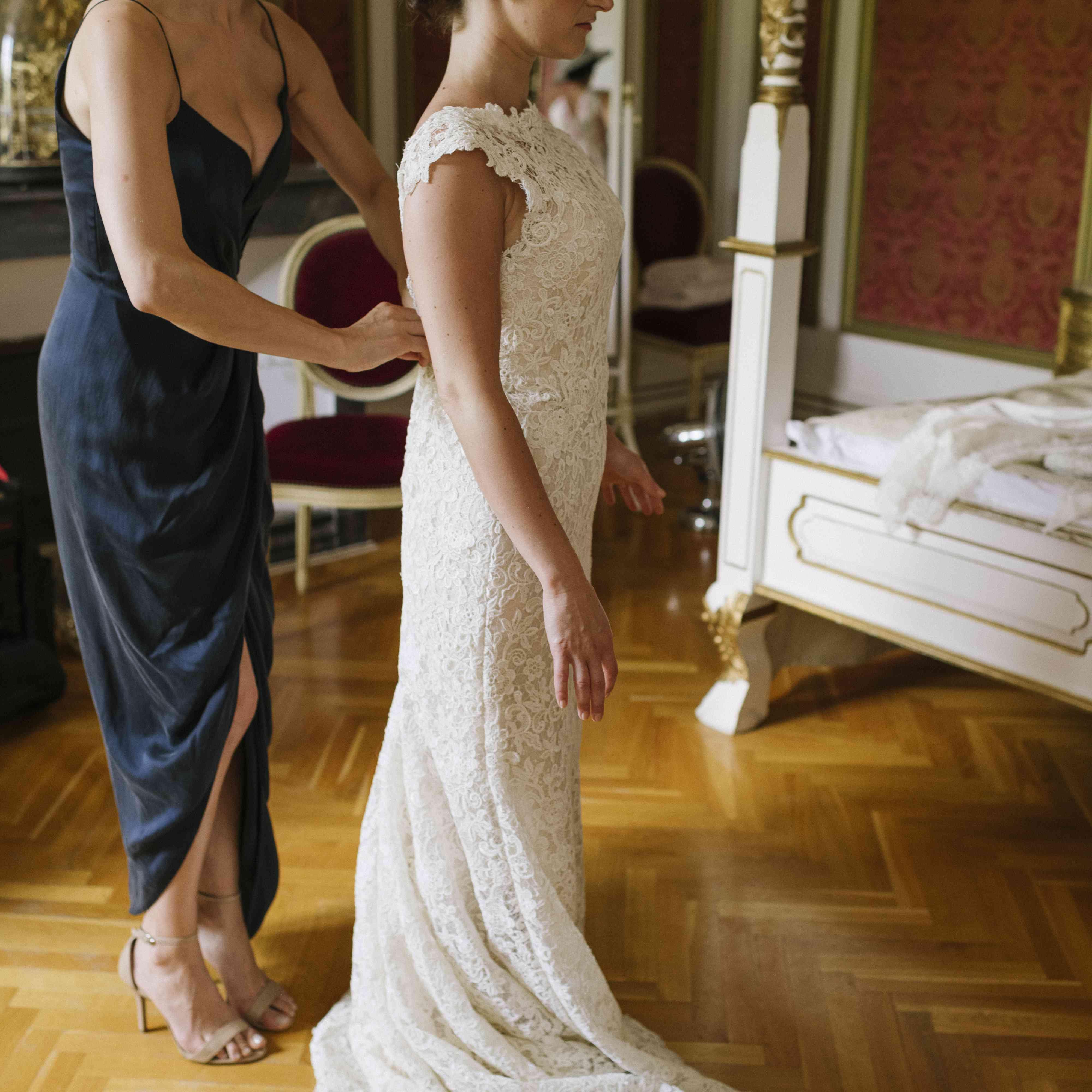 <p>bride getting ready with bridesmaid</p><br><br>