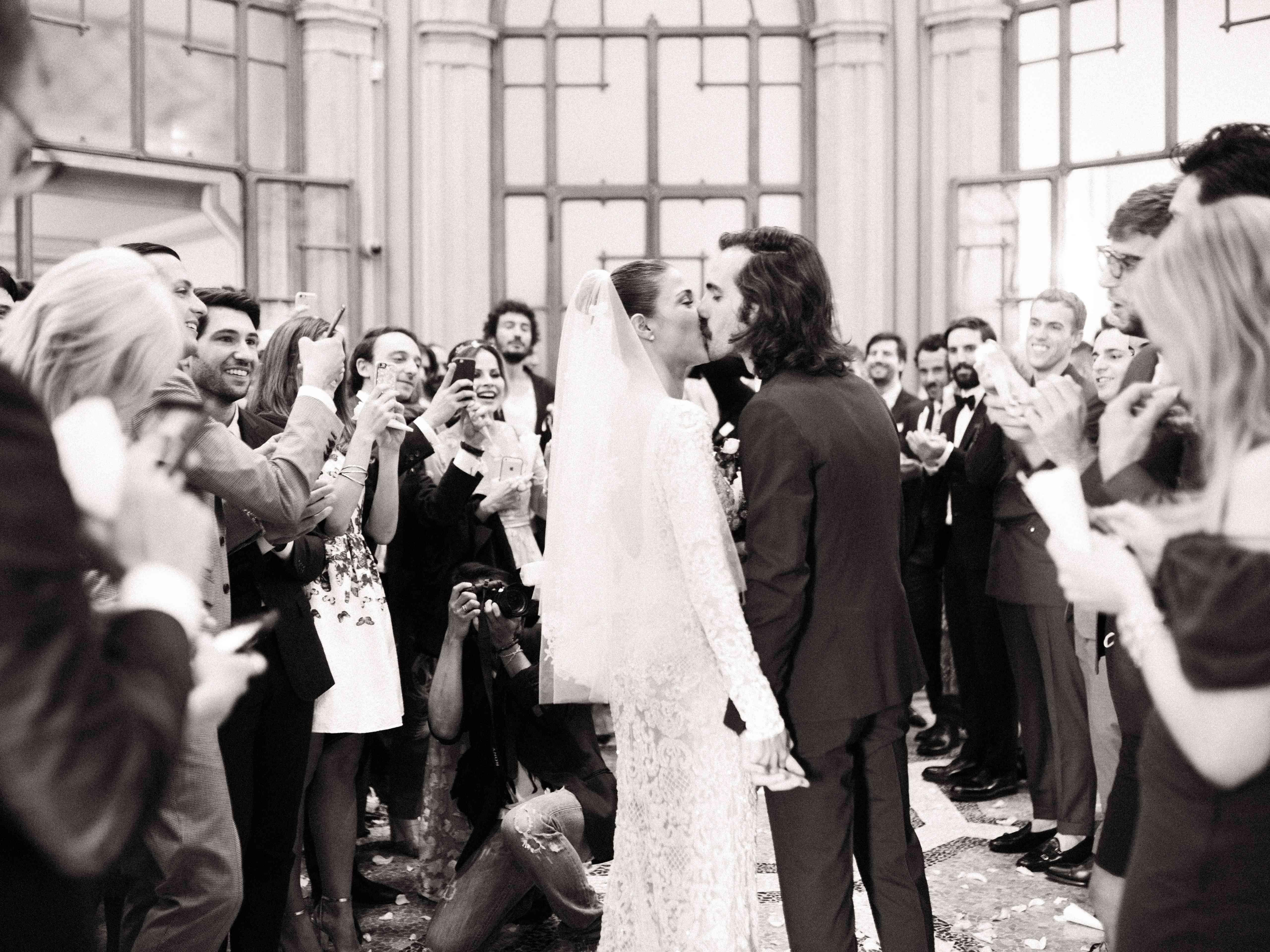 Northern Italian Wedding, Bride and Groom Kiss