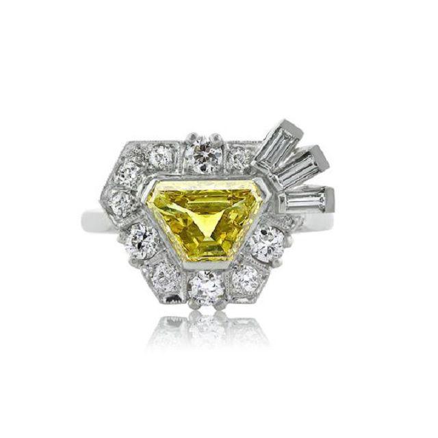 Trapezoid yellow diamond ring